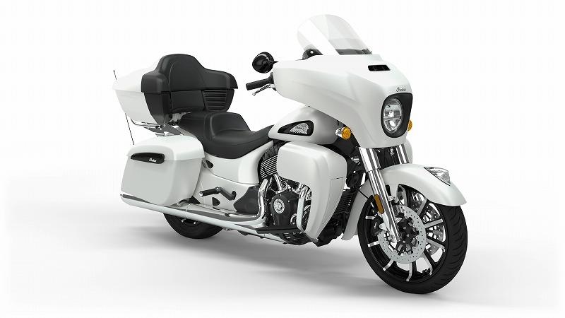 Roadmaster_Dark_Horse_White_Smoke_Front3Q800.jpg